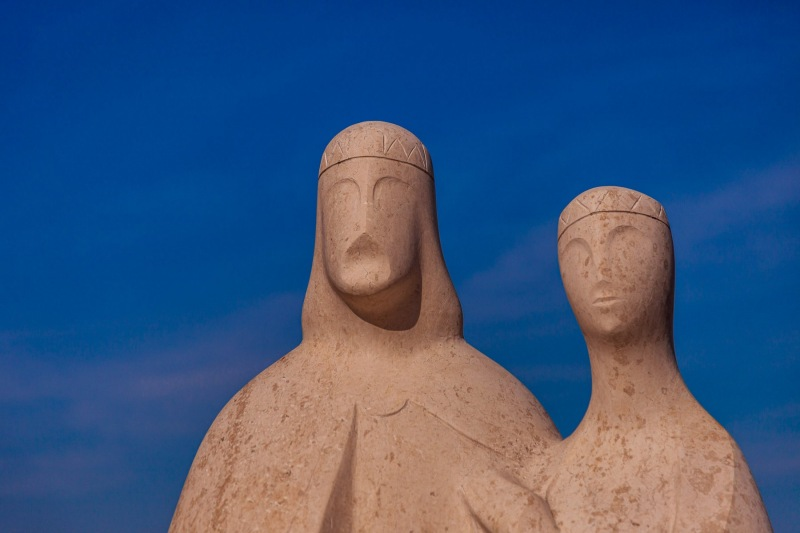 Statue of Andrew I and Anastasia