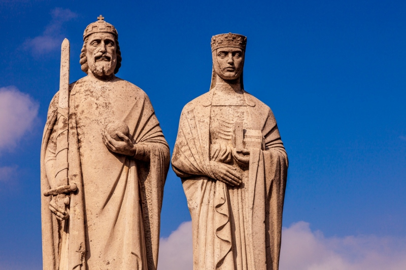 Statues of King Stephen and Queen Gisella