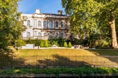 Mansion beside the Regents Canal at Regents Park