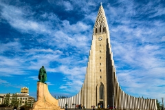 Wide-angle view of Hallgrimskirkja and the Leifur Eiriksson Statue